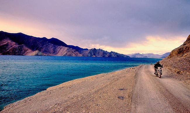 Ladakh Motorcycle Trip - Spangamik Pangong lake