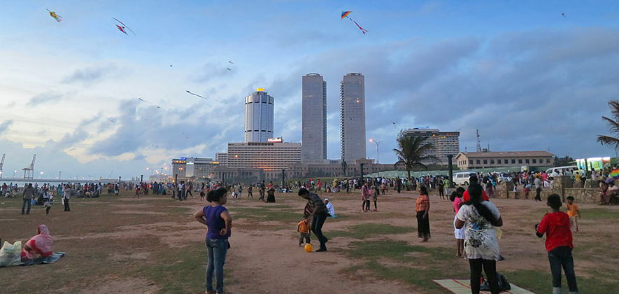 Things To Do in Colombo - Galle Face Green - Kite flying