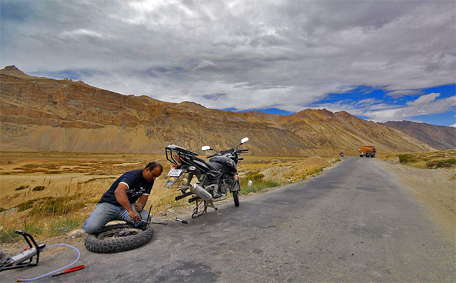 Ladakh Motorcycle Trip - Ladakh bike trouble