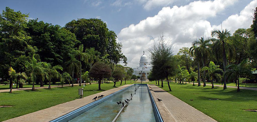 Things to do in Colombo - Viharamahadevi Park