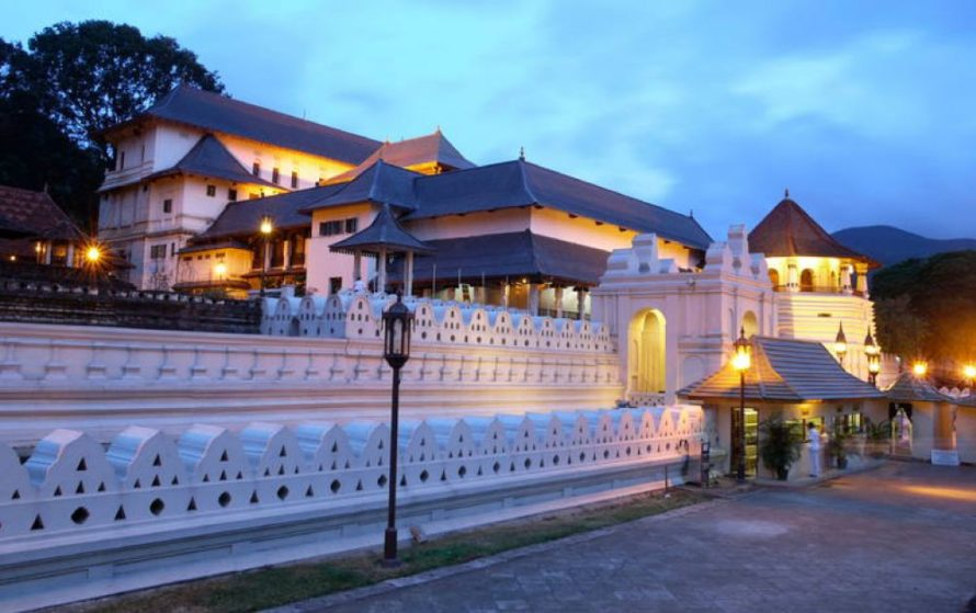 Kandy - Temple of Tooth - Must visit places in Sri Lanka