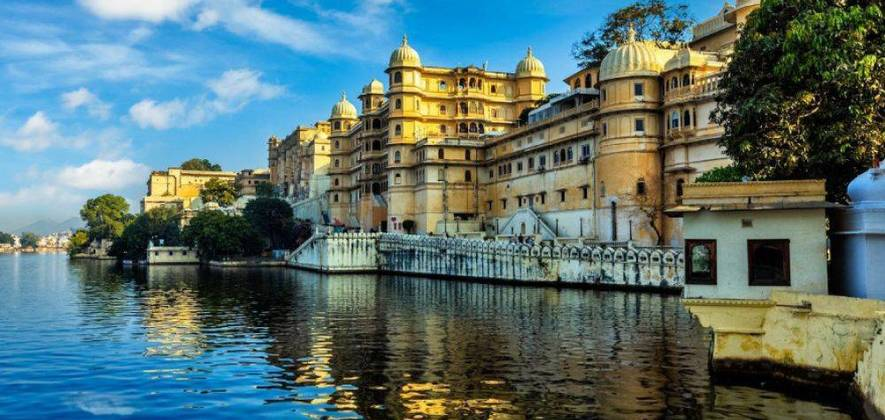 Udaipur Full Day Tour And Traditional Dance Performance