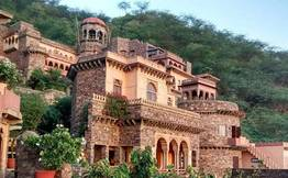 Day Trip to Neemrana Fort from Delhi by Car