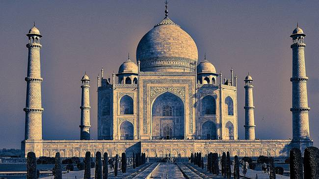 Taj Mahal, Agra - Top Must See Places in India