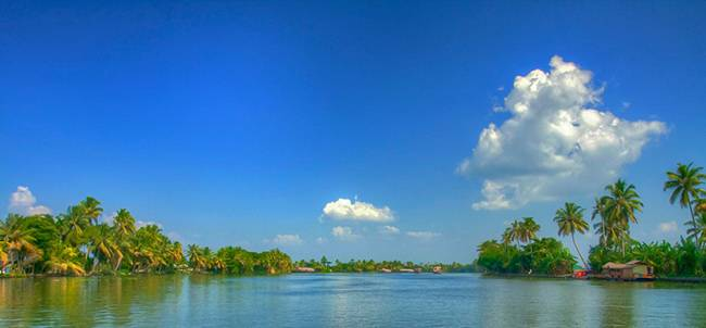 Kerala Backwaters - Top Must See Places in India