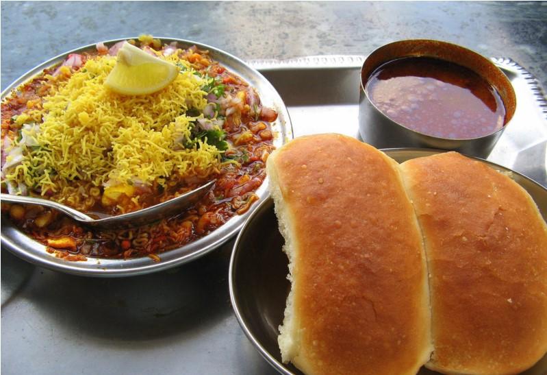 Mumbai-street-food-misal-pav