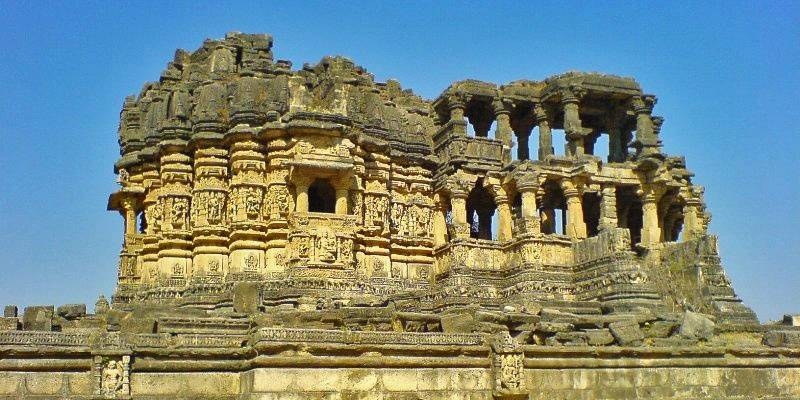 Offbeat places in Gujarat - Navlakha Temple Ghumli