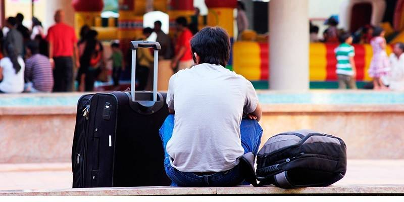 Travelling Mistakes We Make in India to Avoid - baggage security